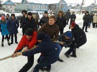Праздник открытия очень оживили соревнования по перетягиванию каната, столь любимые сильным полом.Фото cap.ru