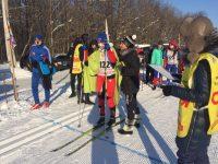 Перед гонкой лыжников для согрева даже пришлось укутывать пледами.Фото cap.ru