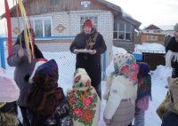 Девочки надели расписные русские платки, мальчики нарядились в костюмы Козы, Лисы, Волка и Медведя.