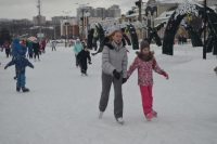 Шесть тысяч человек воспользовались прокатом коньков на главной открытой ледовой площадке республики.Фото cap.ru