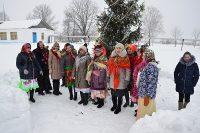 В Ибресинском районе участников «Новогоднего марафона» встречали песнями и хороводами у елки.Фото cap.ru