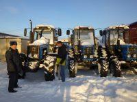 В такую снежную зиму без тракторов просто не обойтись.Фото cap.ru