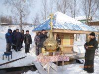 Те, кто не готов посетить морозные купели, может окунуться и в воды бассейна ФСК «Илем» поселка Урмары, которые были также освящены накануне праздника.