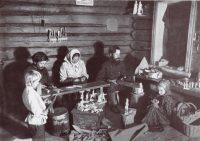В стародавние времена многодетная семья имела больше шансов на выживание. Сейчас только от супругов зависит, сколько детей они захотят воспитывать.Фото slavyanskaya-kultura.ru