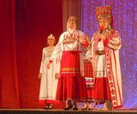 Зинаида Воронова не устает рассказывать об особенностях чувашских нарядов.Фото автора