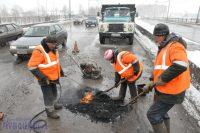 Дороги сейчас ремонтируются по новым технологиям, но от старых проблем никуда не денешься.Фото Олега МАЛЬЦЕВА из архива редакции