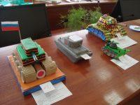 В конкурсе макетов «Военная техника» принимали участие не только мальчики, но и девочки, также занявшие призовые места.Фото cap.ru