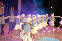 Подарком для всех стал праздничный концерт, подготовленный артистами Дворца культуры и юными воспитанниками Алатырской детской школы искусств.Фото cap.ru