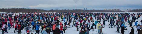 Армия лыжников в Чебоксарах заполнила стартовое пространство площадью 250 на 110 метров.Фото cap.ru