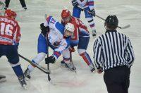 Во второй игре с «Мордовией» шайбы в ворота хозяев забросили Артем Захаров и Арсений Старков, у которого в этот день был день рождения. Фото hccheboksary.ru