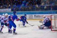 «Богатыри» забросили три шайбы и пропустили четыре...Фото cap.ru