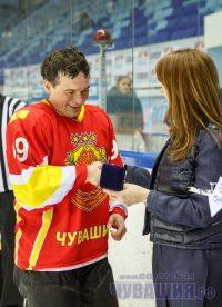 Лучшим игроком сборной Чувашии был назван председатель правительства республики Иван Моторин.Фото Максима ВАСИЛЬЕВА