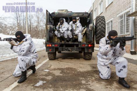 Тренировки ОМОНа проходят в условиях, максимально приближенных к боевым.Фото Максима ВАСИЛЬЕВА