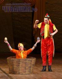 Не простые яйца несут театральные куры, а золотые.Фото Максима ВАСИЛЬЕВА