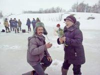 Супруги Беловы поменялись местами: Светлана ловила рыбу, Владимир варил уху.Фото Ирины УЛЬЕВОЙ