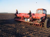 По данным на 20 марта, готовность тракторов и сеялок по республике составляла 91 проц., культиваторов – 89 проц.Фото cap.ru
