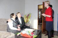Супруги Салдаевы стали второй парой в Канаше, отметившей юбилей свадьбы в начале марта. В первый день весны в Почетной книге юбиляров семейной жизни отдела ЗАГС расписалась чета Ивановых, их браку 60 лет.Фото cap.ru