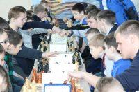 Все победители и призеры шахматного турнира получили памятные медали, грамоты и кубки, учрежденные администрацией Красночетайского района.Фото cap.ru