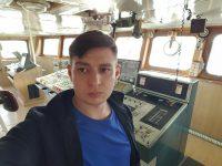 Здесь, в рулевой рубке «Лиры» – центре управления судном, и нес вахту третий помощник капитана Артем Петров.Фото из архива Артема ПЕТРОВА