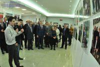 Многие снимки на выставке – из архива фотографа Владимира Иванова.Фото Олега МАЛЬЦЕВА