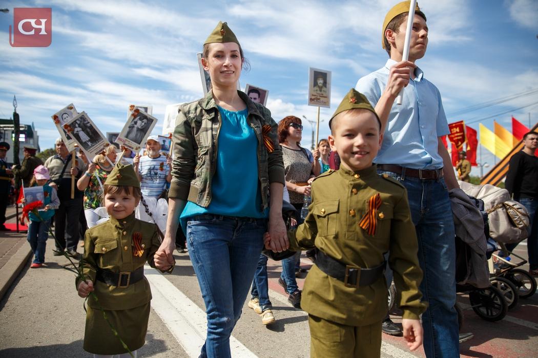ВОмске участников «Бессмертного полка» попросили неопределяться сполитической принадлежностью