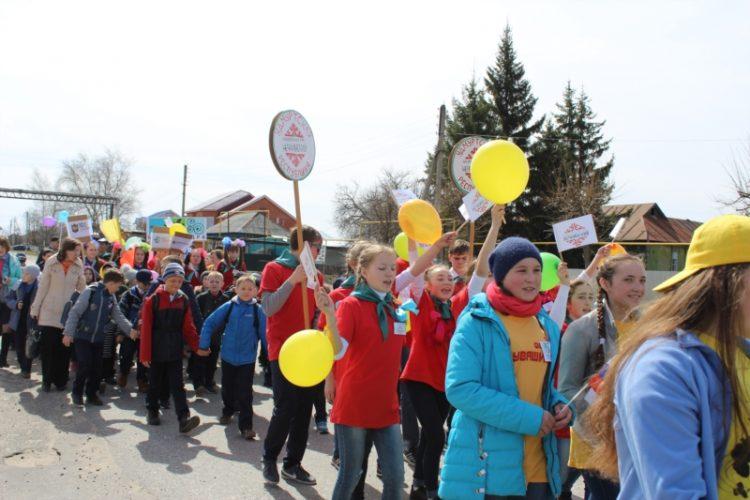 На экологический марш в Шемуршинском районе собрались все те, кто хочет сделать нашу планету красивее и чище. Фото cap.ru