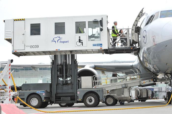 Пассажиров аэропорта Чебоксар из-за непогоды отправят в российскую столицу изКазани