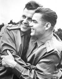 Павел Попович и Андриян Николаев
