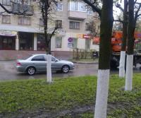 """Незаконно установленный знак """"Остановка запрещена"""" около дома № 23 по ул. Энгельса."""
