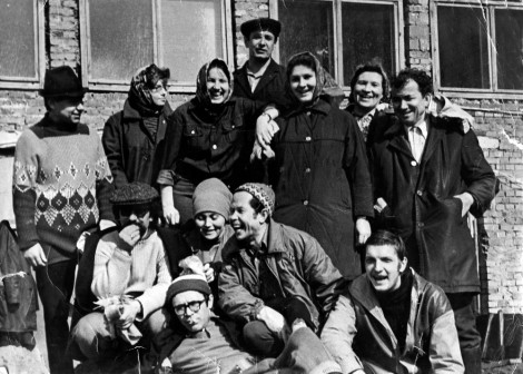 Конец 70-х годов - журналисты на субботнике, на уборке территории нового Дома печати.