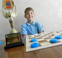 Кандидат в мастера спорта по русским шашкам, призер чемпионата Европы 10-летний Даниил Леонидов