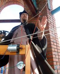 Электронный звонарь в храме святителя Николая в деревне Арабоси Урмарского района