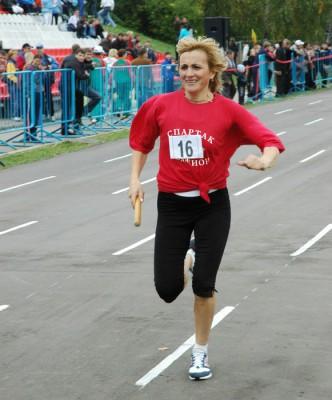 На дорожке олимпийская чемпионка 1992 года по марафонскому бегу и серебряный призер Игр 1996 года, а также участница летней Олимпиады-2000 Валентина Егорова. Фото 2006 года.