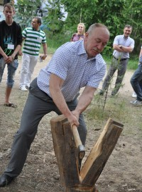 Председатель Госсовета Юрий Попов.