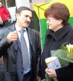 Фермер В.Семенов и банкир И.Письменская: деловой разговор