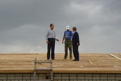 Глава Чувашии посетил село Октябрьское Мариинско-Посадского района, наиболее пострадавшее от урагана 17 июля. Фото Л. Васильева