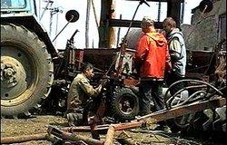 _dubrovno_vesna_pole_traktor_pabota_remont-1