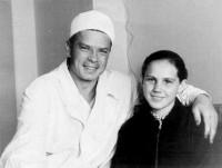 С. Федоров с первой пациенткой (1960 г.)