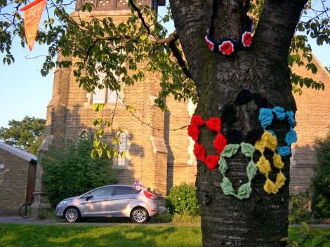 Перед Олимпиадой в Лондоне украсили даже деревья